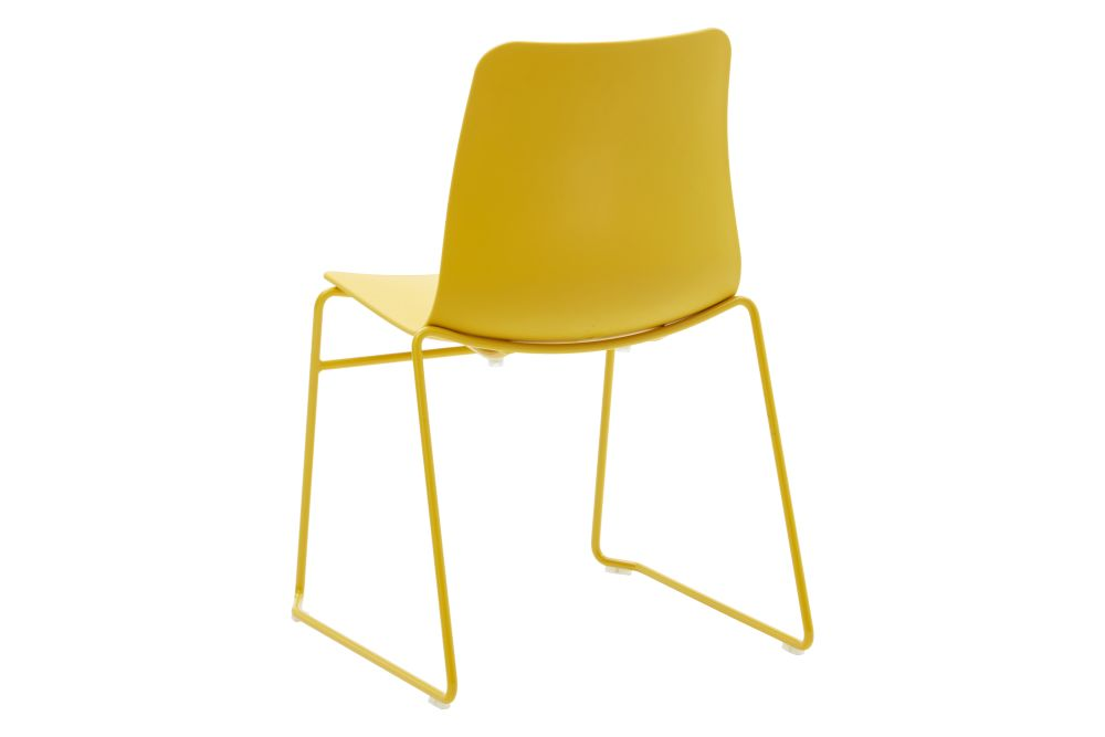 https://res.cloudinary.com/clippings/image/upload/t_big/dpr_auto,f_auto,w_auto/v1568802852/products/polly-chair-with-sled-base-naughtone-clippings-11302425.jpg
