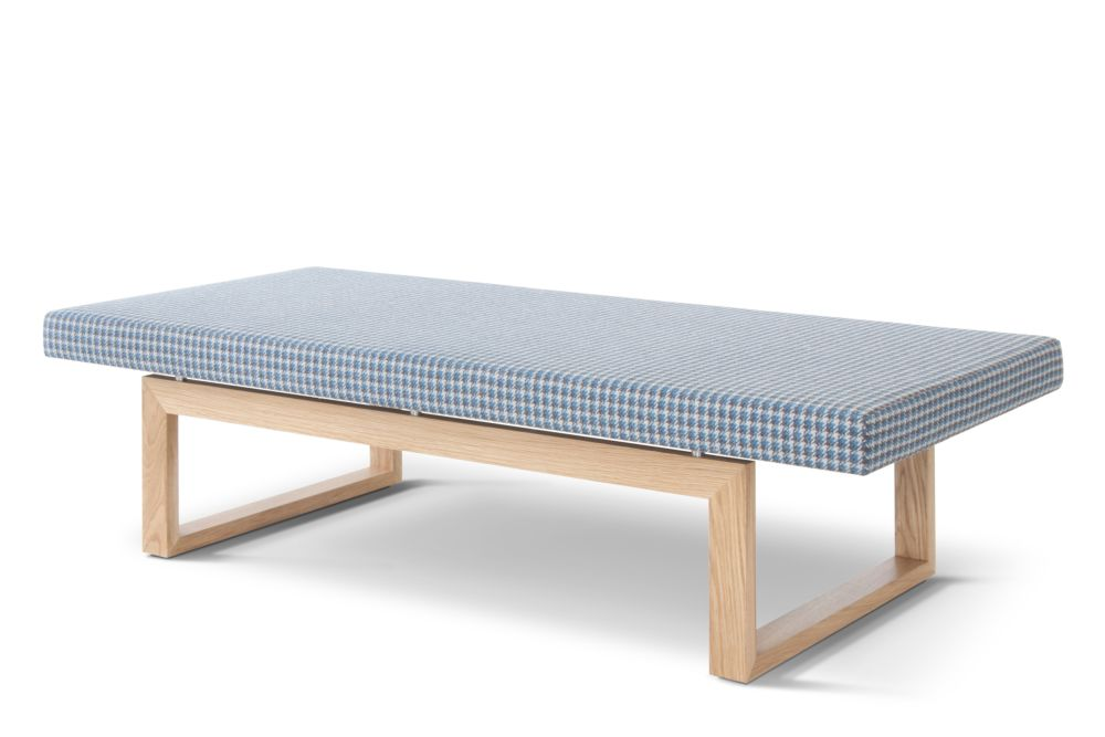 https://res.cloudinary.com/clippings/image/upload/t_big/dpr_auto,f_auto,w_auto/v1569354140/products/hm106d-quiet-seating-bench-camira-aquarius-ral-9002-hitch-mylius-magnus-long-clippings-11298606.jpg