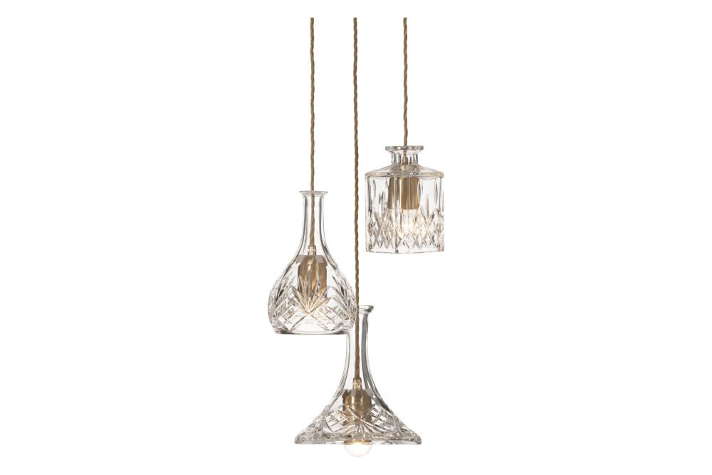 https://res.cloudinary.com/clippings/image/upload/t_big/dpr_auto,f_auto,w_auto/v1570536175/products/decanterlight-3-bulb-chandelier-lee-broom-clippings-11314007.jpg
