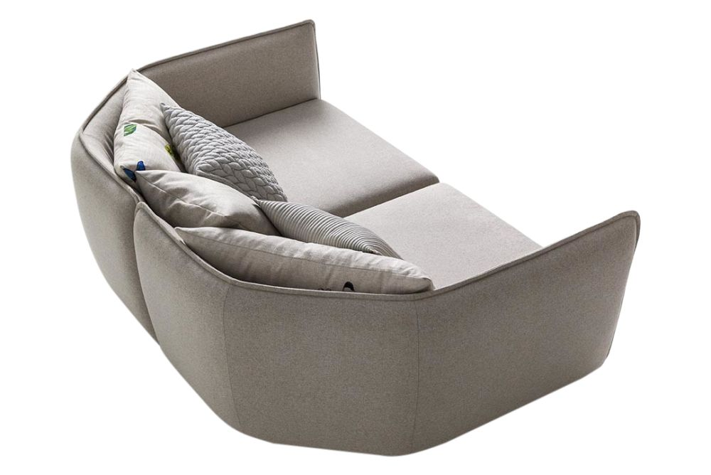 https://res.cloudinary.com/clippings/image/upload/t_big/dpr_auto,f_auto,w_auto/v1571640701/products/chamfer-3-seater-sofa-moroso-patricia-urquiola-clippings-10332631.jpg