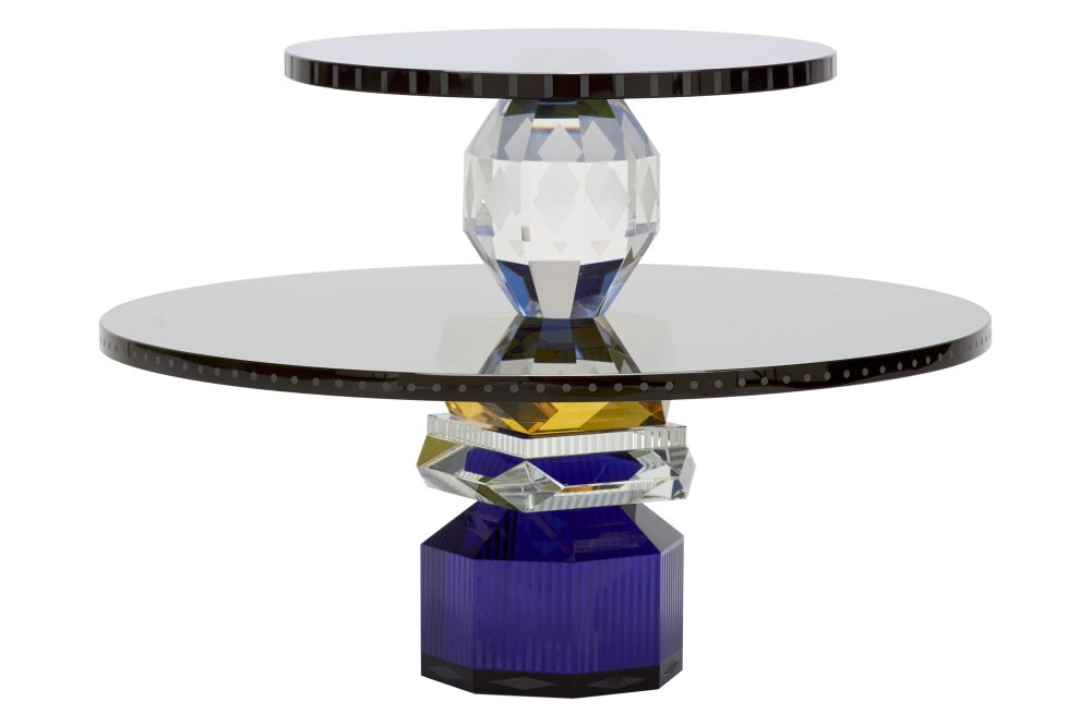 https://res.cloudinary.com/clippings/image/upload/t_big/dpr_auto,f_auto,w_auto/v1571714333/products/dallas-round-tray-blue-clear-black-yellow-clear-blue-black-reflections-copenhagen-clippings-11317501.jpg