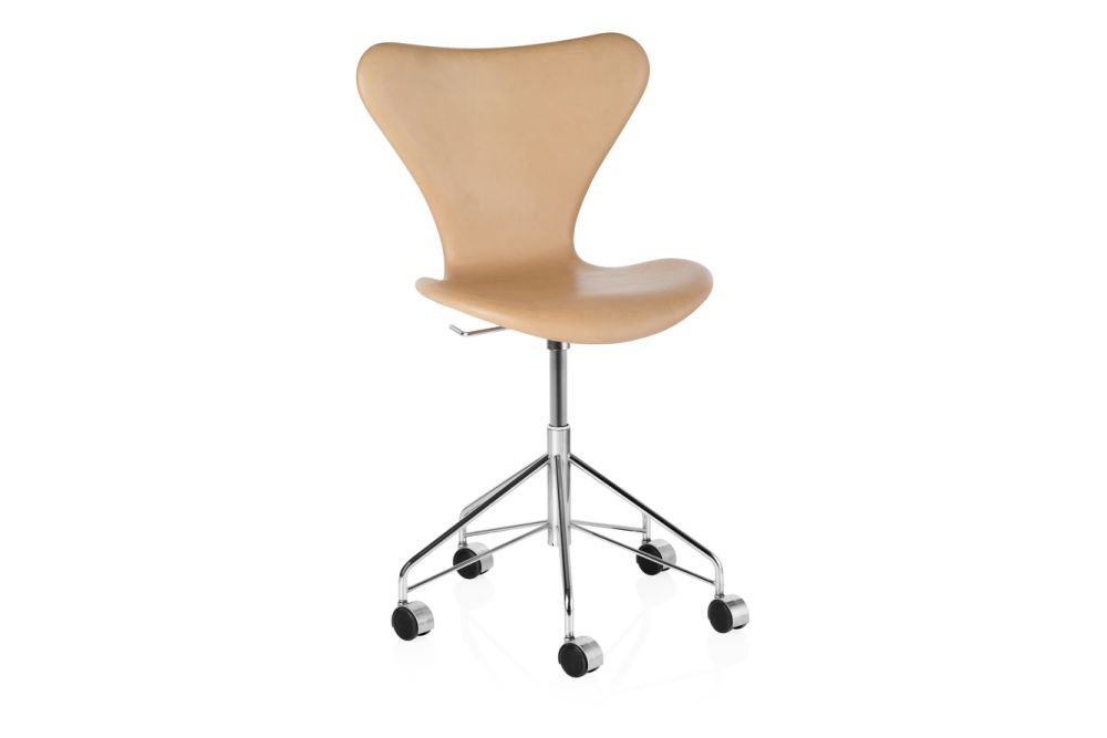 https://res.cloudinary.com/clippings/image/upload/t_big/dpr_auto,f_auto,w_auto/v1572277550/products/series-7-swivel-chair-fully-upholstered-natural-leather-fritz-hansen-arne-jacobsen-clippings-8866291.jpg