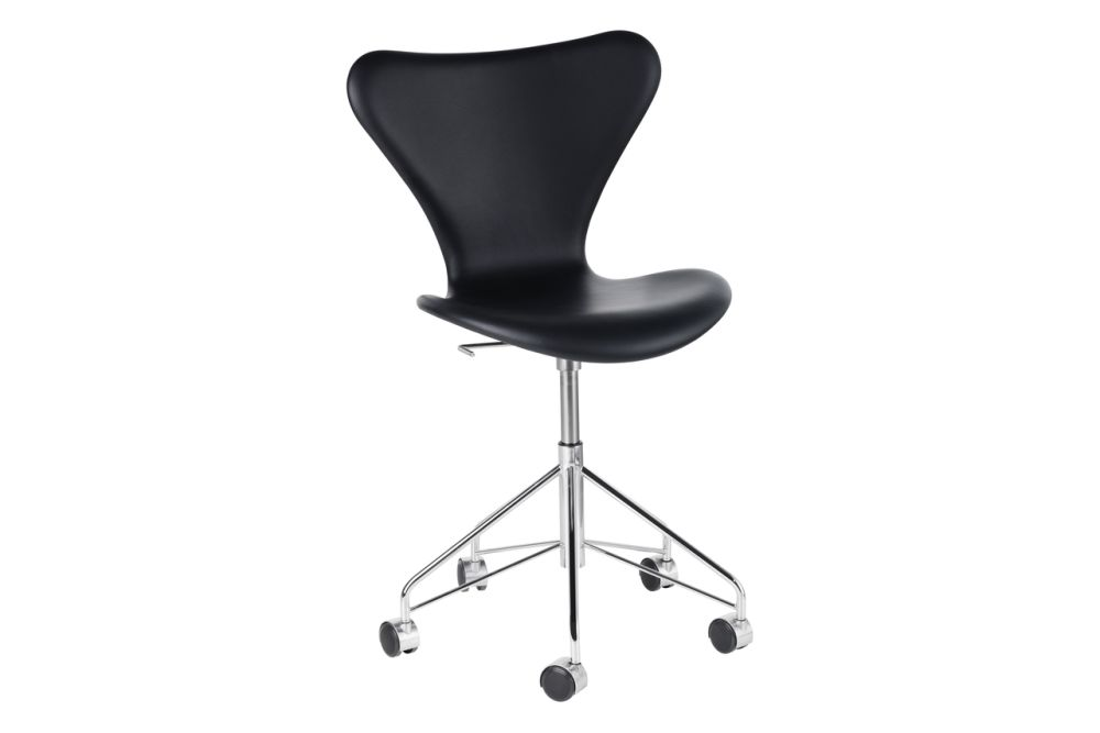 https://res.cloudinary.com/clippings/image/upload/t_big/dpr_auto,f_auto,w_auto/v1572277552/products/series-7-swivel-chair-fully-upholstered-elegance-leather-black-fritz-hansen-arne-jacobsen-clippings-8866281.jpg