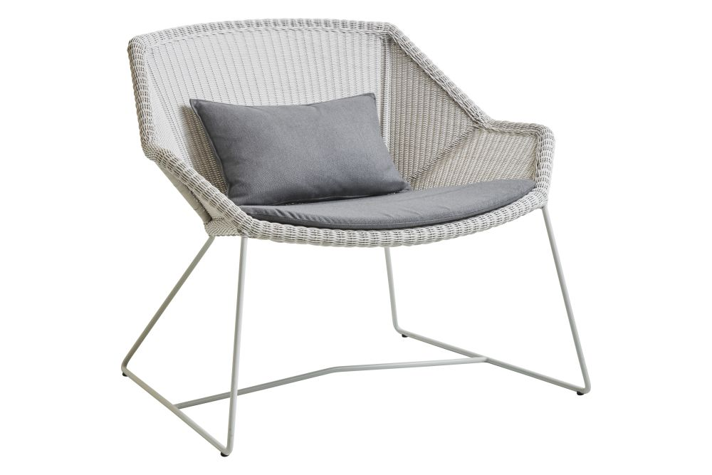 https://res.cloudinary.com/clippings/image/upload/t_big/dpr_auto,f_auto,w_auto/v1573126545/products/breeze-lounge-armchair-with-cushion-cane-line-strandhvass-clippings-11325713.jpg