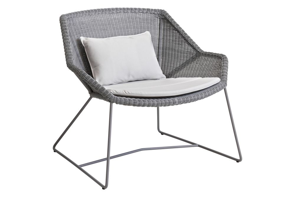 https://res.cloudinary.com/clippings/image/upload/t_big/dpr_auto,f_auto,w_auto/v1573126619/products/breeze-lounge-armchair-with-cushion-cane-line-strandhvass-clippings-11325721.jpg