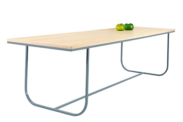 https://res.cloudinary.com/clippings/image/upload/t_big/dpr_auto,f_auto,w_auto/v1573711554/products/tati-dining-table-extended-lacquered-oak-char-grey-powder-coated-bronze-200cm-asplund-broberg-ridderstr%C3%A5le-clippings-11327156.jpg