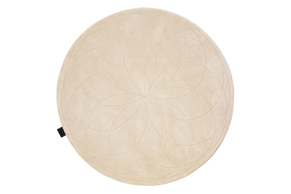 https://res.cloudinary.com/clippings/image/upload/t_big/dpr_auto,f_auto,w_auto/v1574070147/products/lotus-rug-asplund-broberg-ridderstr%C3%A5le-clippings-11328172.jpg