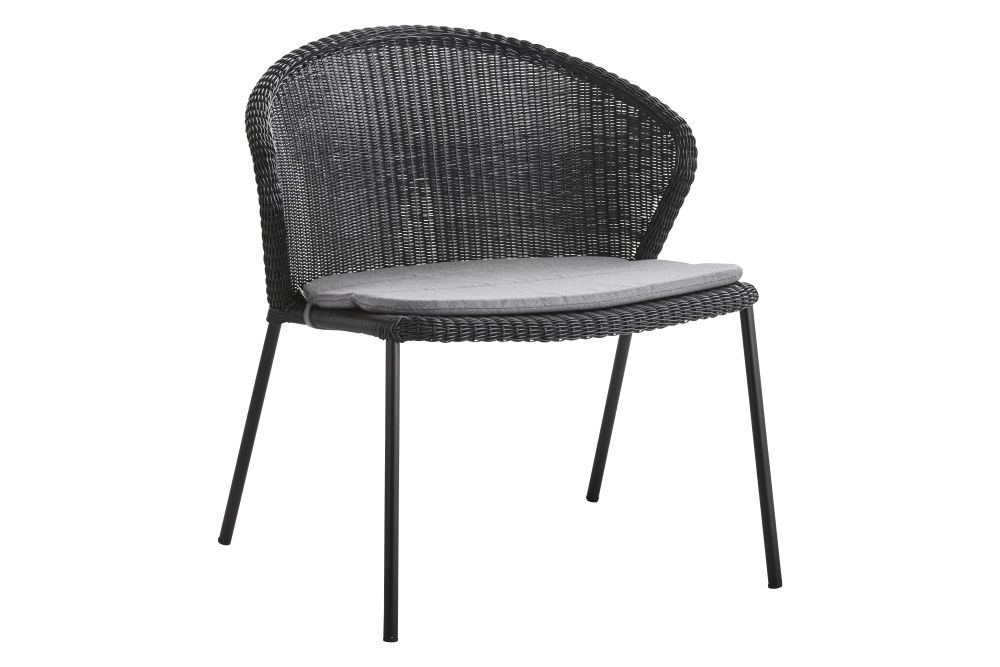 https://res.cloudinary.com/clippings/image/upload/t_big/dpr_auto,f_auto,w_auto/v1574677448/products/lean-lounge-chair-with-seat-cushion-cane-line-wellingludvik-clippings-11329493.jpg