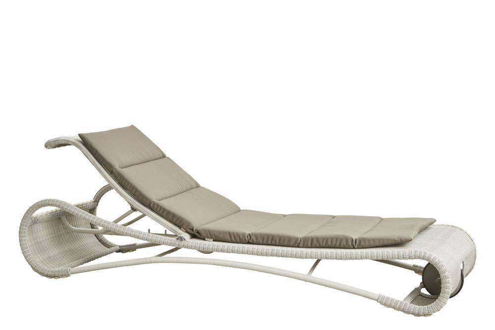 https://res.cloudinary.com/clippings/image/upload/t_big/dpr_auto,f_auto,w_auto/v1575351182/products/escape-lounge-chair-with-cushion-cane-line-rikke-frost-clippings-11331304.jpg