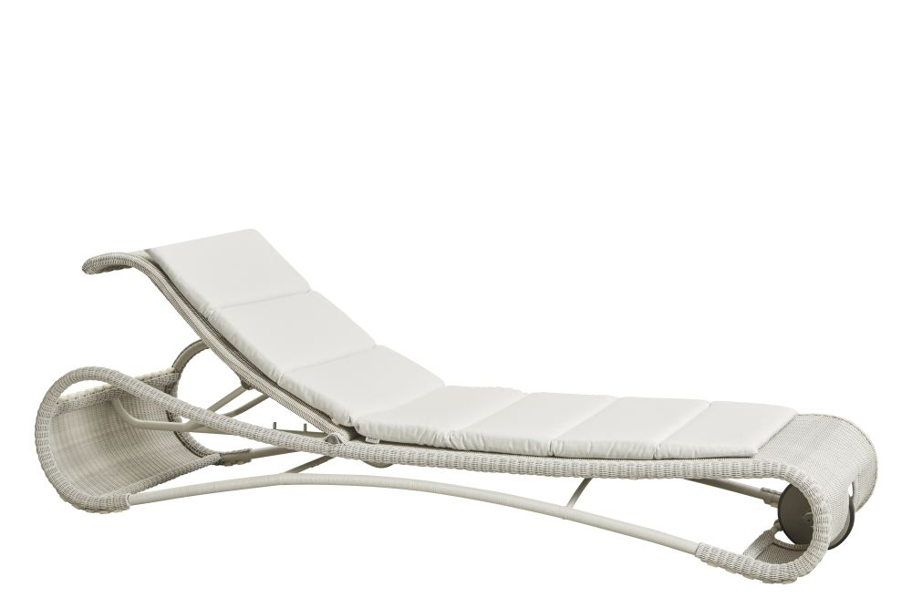 https://res.cloudinary.com/clippings/image/upload/t_big/dpr_auto,f_auto,w_auto/v1575351187/products/escape-lounge-chair-with-cushion-cane-line-rikke-frost-clippings-11331305.jpg