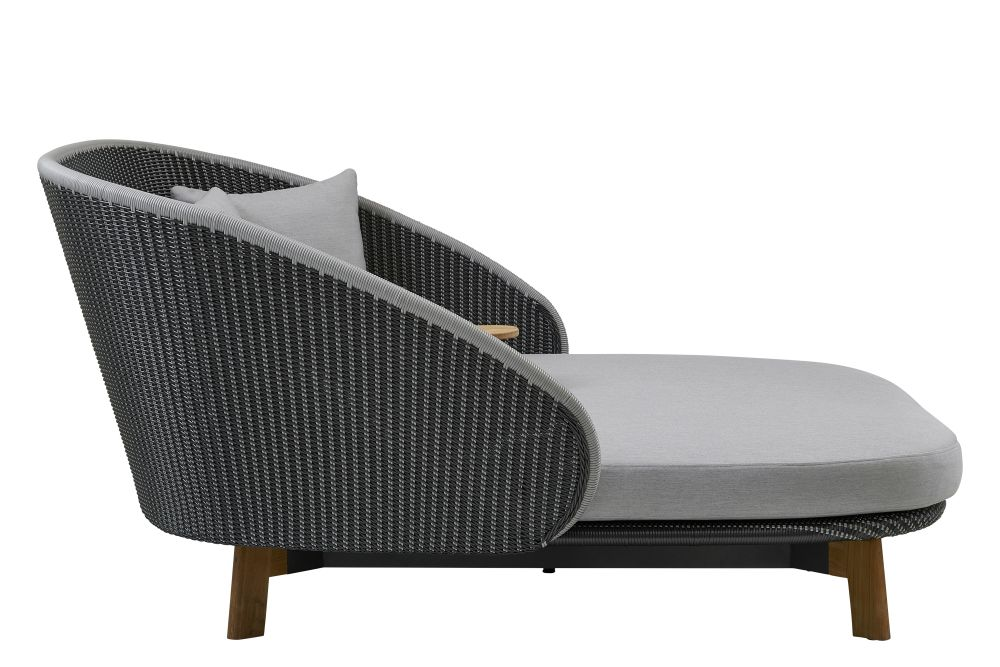 https://res.cloudinary.com/clippings/image/upload/t_big/dpr_auto,f_auto,w_auto/v1575355144/products/peacock-daybed-lounge-chair-cane-line-foersom-hiort-lorenzen-mdd-clippings-11331394.jpg