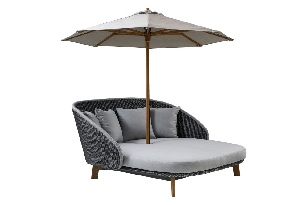 https://res.cloudinary.com/clippings/image/upload/t_big/dpr_auto,f_auto,w_auto/v1576571738/products/peacock-daybed-lounge-chair-cane-line-foersom-hiort-lorenzen-mdd-clippings-11331395.jpg