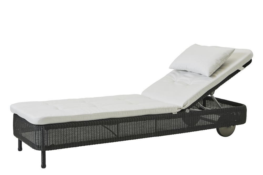 https://res.cloudinary.com/clippings/image/upload/t_big/dpr_auto,f_auto,w_auto/v1576831548/products/presley-sunbed-with-cushion-cane-line-cane-line-design-team-clippings-11338224.jpg