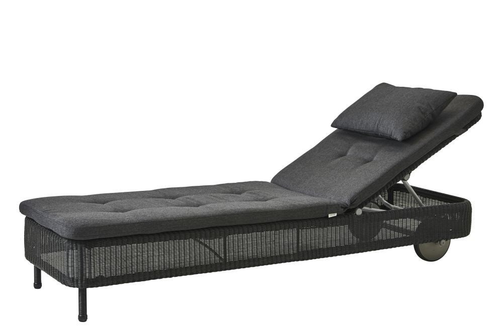https://res.cloudinary.com/clippings/image/upload/t_big/dpr_auto,f_auto,w_auto/v1576831549/products/presley-sunbed-with-cushion-cane-line-cane-line-design-team-clippings-11338226.jpg