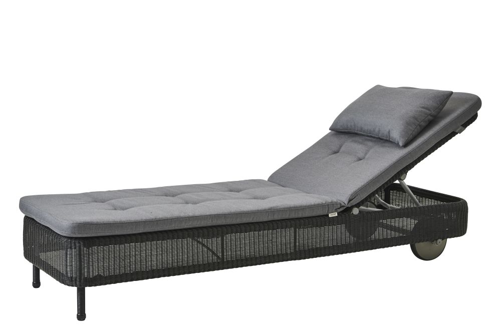 https://res.cloudinary.com/clippings/image/upload/t_big/dpr_auto,f_auto,w_auto/v1576831551/products/presley-sunbed-with-cushion-cane-line-cane-line-design-team-clippings-11338227.jpg