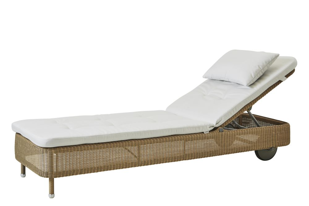 https://res.cloudinary.com/clippings/image/upload/t_big/dpr_auto,f_auto,w_auto/v1576831833/products/presley-sunbed-with-cushion-cane-line-cane-line-design-team-clippings-11338231.jpg