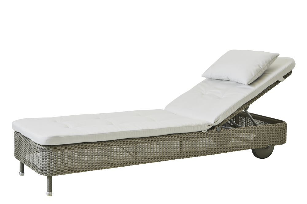 https://res.cloudinary.com/clippings/image/upload/t_big/dpr_auto,f_auto,w_auto/v1576831851/products/presley-sunbed-with-cushion-cane-line-cane-line-design-team-clippings-11338233.jpg