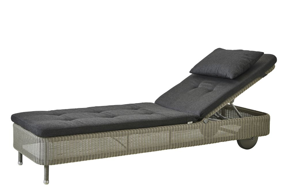 https://res.cloudinary.com/clippings/image/upload/t_big/dpr_auto,f_auto,w_auto/v1576831854/products/presley-sunbed-with-cushion-cane-line-cane-line-design-team-clippings-11338235.jpg