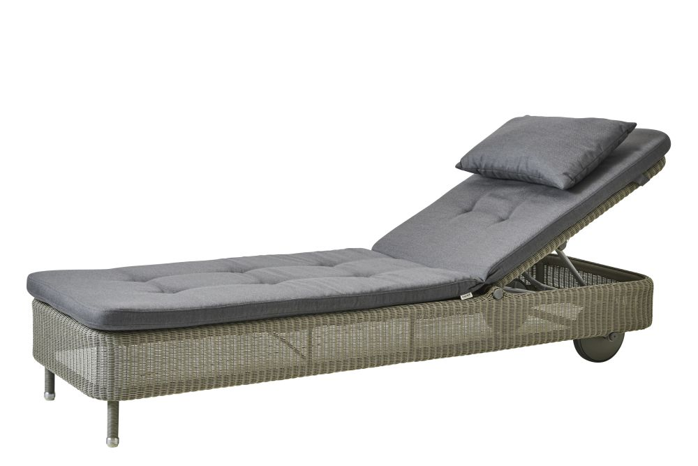 https://res.cloudinary.com/clippings/image/upload/t_big/dpr_auto,f_auto,w_auto/v1576831856/products/presley-sunbed-with-cushion-cane-line-cane-line-design-team-clippings-11338236.jpg