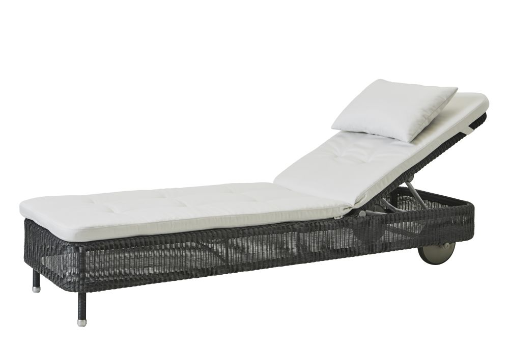 https://res.cloudinary.com/clippings/image/upload/t_big/dpr_auto,f_auto,w_auto/v1576831927/products/presley-sunbed-with-cushion-cane-line-cane-line-design-team-clippings-11338238.jpg