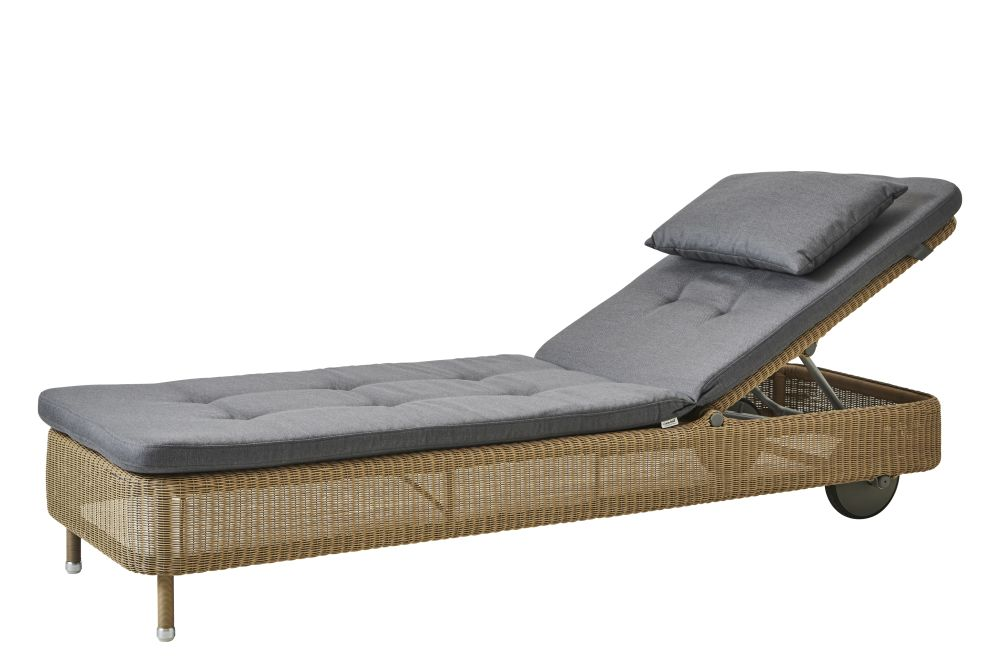 https://res.cloudinary.com/clippings/image/upload/t_big/dpr_auto,f_auto,w_auto/v1576831957/products/presley-sunbed-with-cushion-cane-line-cane-line-design-team-clippings-11338239.jpg