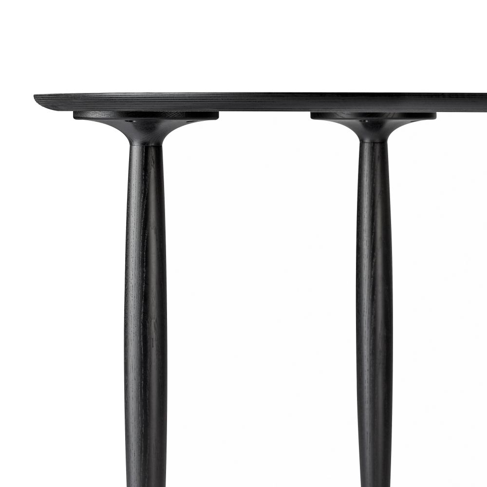 https://res.cloudinary.com/clippings/image/upload/t_big/dpr_auto,f_auto,w_auto/v1576854992/products/oku-round-dining-table-norr11-kristian-sofus-hansen-and-nicolaj-n%C3%B8ddesbo-clippings-11338403.jpg
