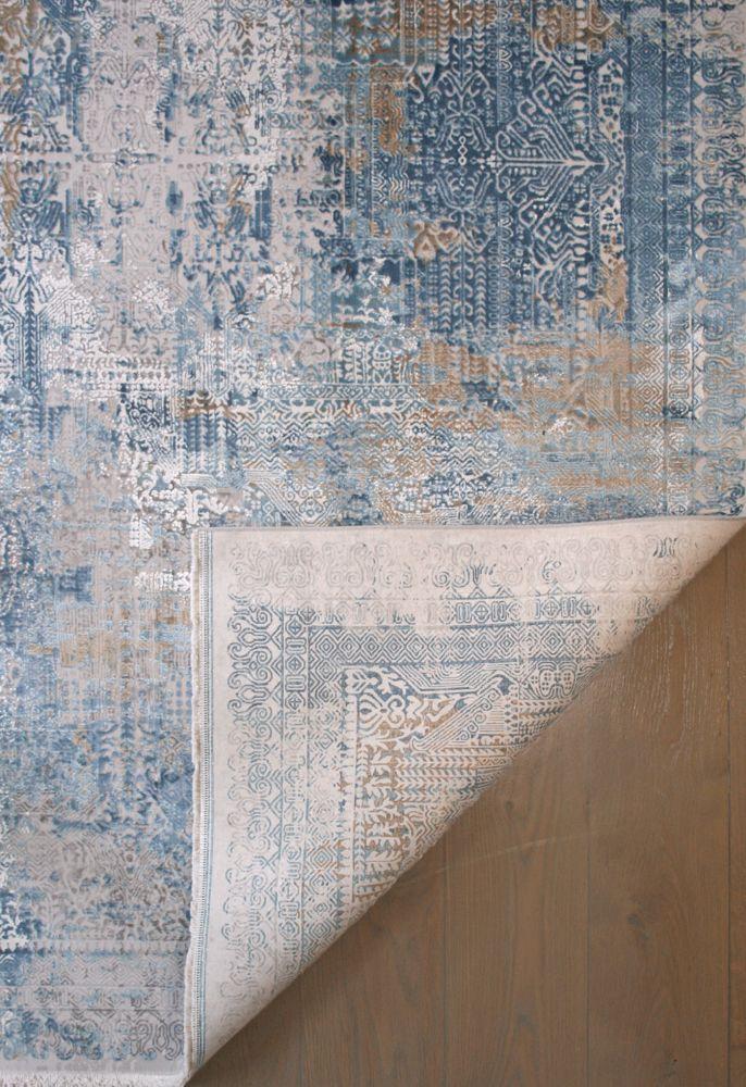 transitional style rug corner back