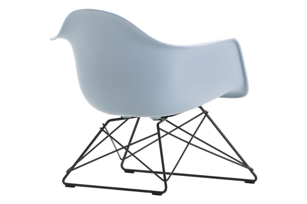 https://res.cloudinary.com/clippings/image/upload/t_big/dpr_auto,f_auto,w_auto/v1591177499/products/eames-lar-plastic-armchair-vitra-charles-ray-eames-clippings-11414138.jpg