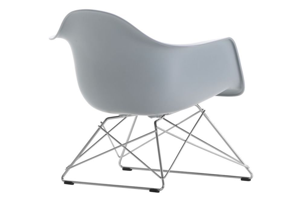 https://res.cloudinary.com/clippings/image/upload/t_big/dpr_auto,f_auto,w_auto/v1591177557/products/eames-lar-plastic-armchair-vitra-charles-ray-eames-clippings-11414146.jpg