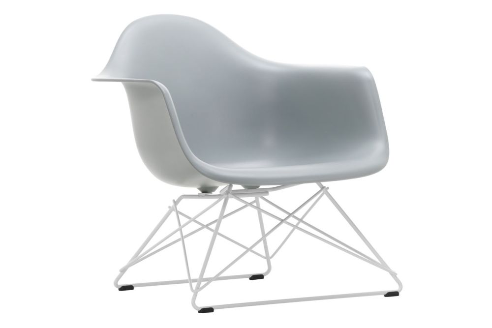 https://res.cloudinary.com/clippings/image/upload/t_big/dpr_auto,f_auto,w_auto/v1591177565/products/eames-lar-plastic-armchair-vitra-charles-ray-eames-clippings-11414148.jpg