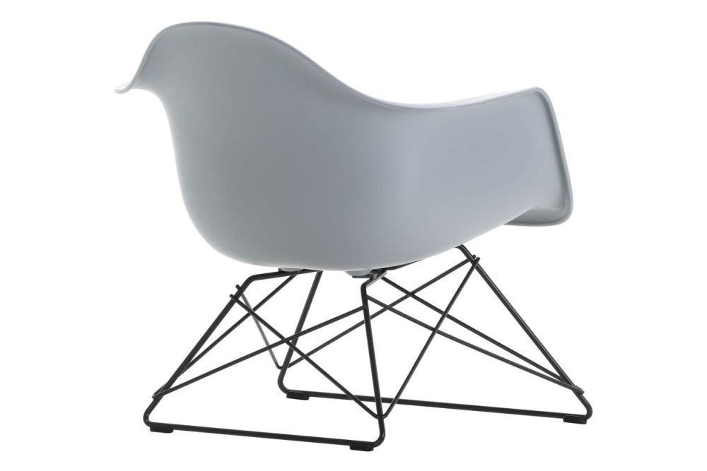 https://res.cloudinary.com/clippings/image/upload/t_big/dpr_auto,f_auto,w_auto/v1591177577/products/eames-lar-plastic-armchair-vitra-charles-ray-eames-clippings-11414151.jpg