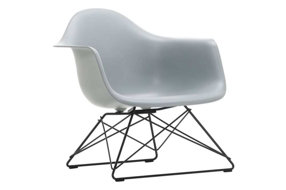 https://res.cloudinary.com/clippings/image/upload/t_big/dpr_auto,f_auto,w_auto/v1591177578/products/eames-lar-plastic-armchair-vitra-charles-ray-eames-clippings-11414152.jpg