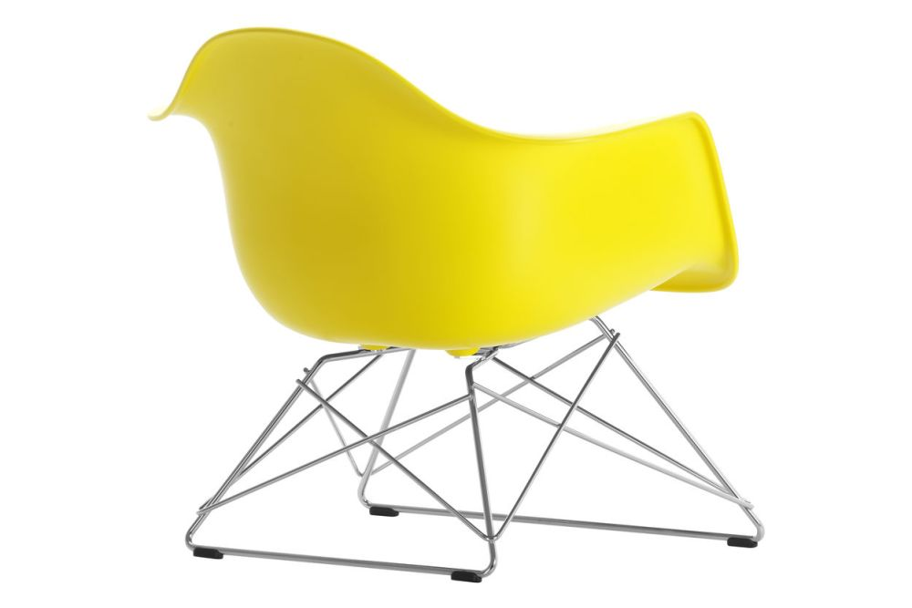 https://res.cloudinary.com/clippings/image/upload/t_big/dpr_auto,f_auto,w_auto/v1591177772/products/eames-lar-plastic-armchair-vitra-charles-ray-eames-clippings-11414156.jpg