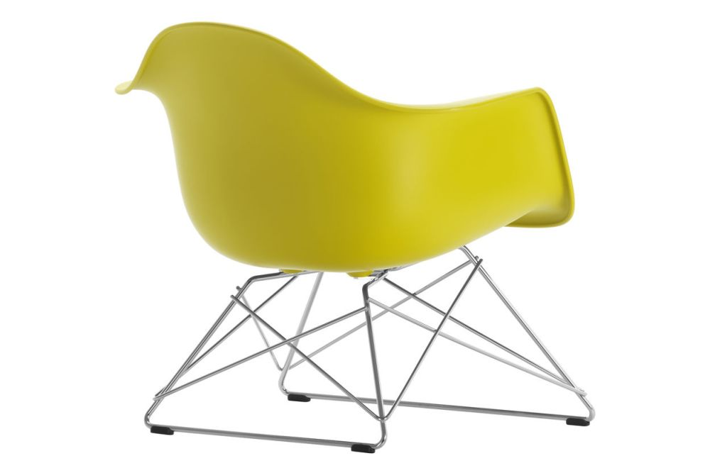 https://res.cloudinary.com/clippings/image/upload/t_big/dpr_auto,f_auto,w_auto/v1591177843/products/eames-lar-plastic-armchair-vitra-charles-ray-eames-clippings-11414168.jpg