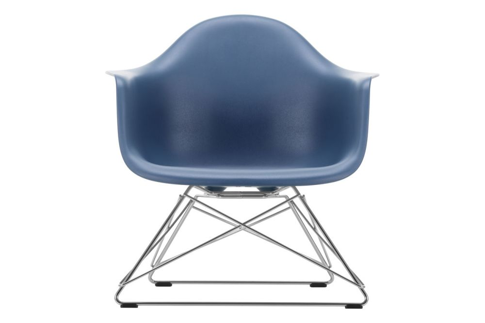 https://res.cloudinary.com/clippings/image/upload/t_big/dpr_auto,f_auto,w_auto/v1591178579/products/eames-lar-plastic-armchair-vitra-charles-ray-eames-clippings-11414238.jpg