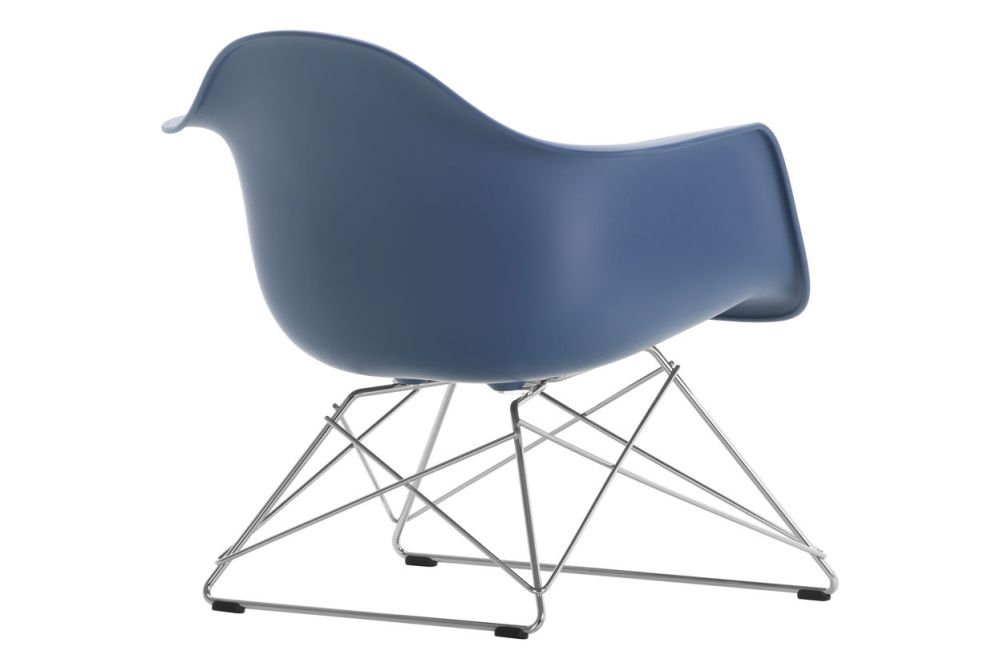 https://res.cloudinary.com/clippings/image/upload/t_big/dpr_auto,f_auto,w_auto/v1591178592/products/eames-lar-plastic-armchair-vitra-charles-ray-eames-clippings-11414241.jpg