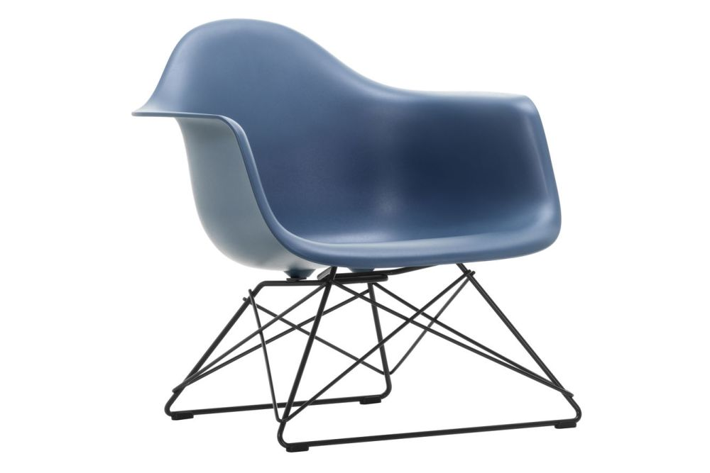 https://res.cloudinary.com/clippings/image/upload/t_big/dpr_auto,f_auto,w_auto/v1591178623/products/eames-lar-plastic-armchair-vitra-charles-ray-eames-clippings-11414246.jpg