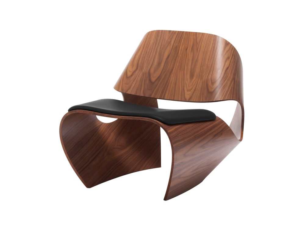 https://res.cloudinary.com/clippings/image/upload/t_big/dpr_auto,f_auto,w_auto/v1591792741/products/cowrie-leather-chair-made-in-ratio-clippings-11415984.jpg
