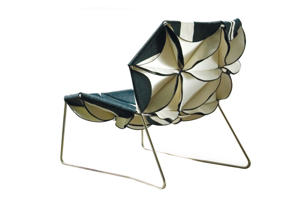 https://res.cloudinary.com/clippings/image/upload/t_big/dpr_auto,f_auto,w_auto/v1601535332/products/antibodi-multicolor-armchair-moroso-patricia-urquiola-clippings-1571741.jpg