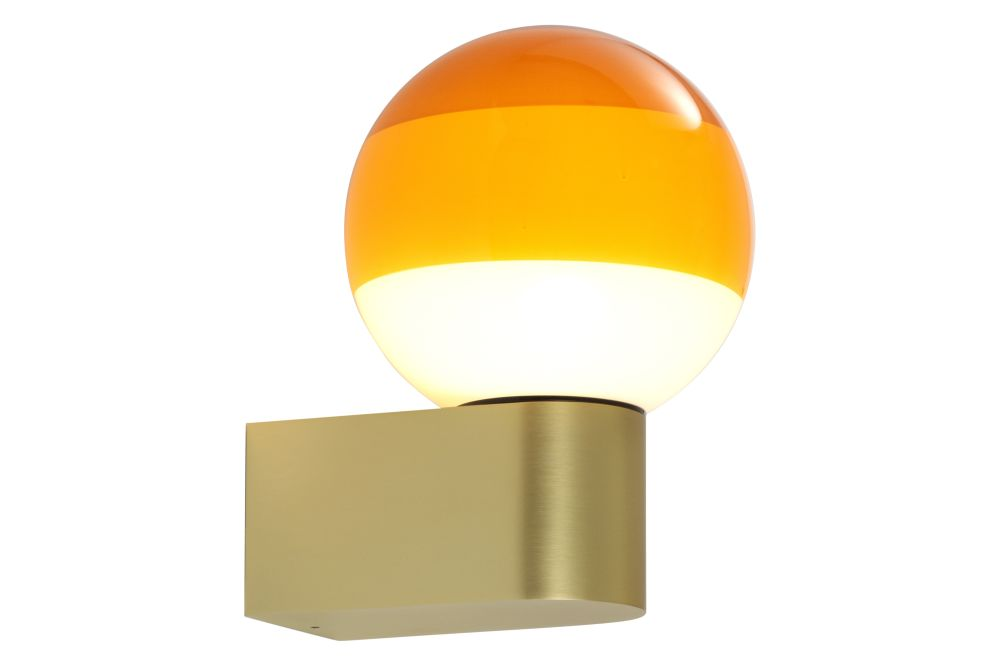 https://res.cloudinary.com/clippings/image/upload/t_big/dpr_auto,f_auto,w_auto/v1602503053/products/dipping-a1-13-wall-light-off-white-brushed-brass-marset-jordi-canudas-clippings-11450812.jpg