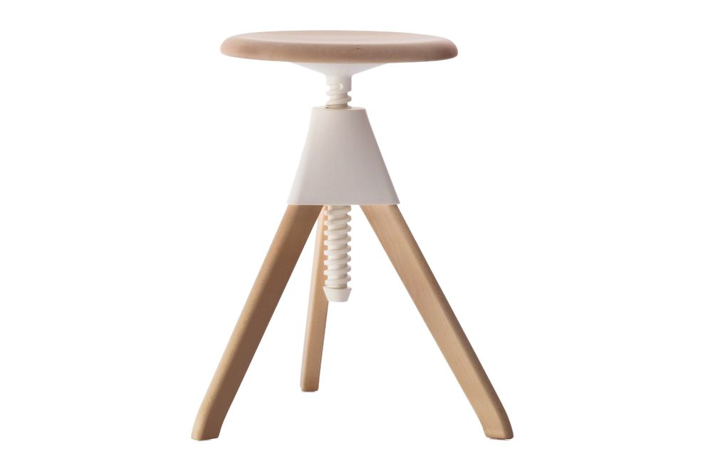 https://res.cloudinary.com/clippings/image/upload/t_big/dpr_auto,f_auto,w_auto/v1604496204/products/jerry-swivel-stool-the-wild-bunch-natural-seat-and-frame-matt-white-joint-and-screw-magis-konstantin-grcic-clippings-8932311.jpg