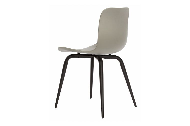 https://res.cloudinary.com/clippings/image/upload/t_big/dpr_auto,f_auto,w_auto/v1604662798/products/langue-avantgarde-dining-chair-black-norr11-knut-bendik-humlevik-rune-krojgaard-clippings-8579401.jpg