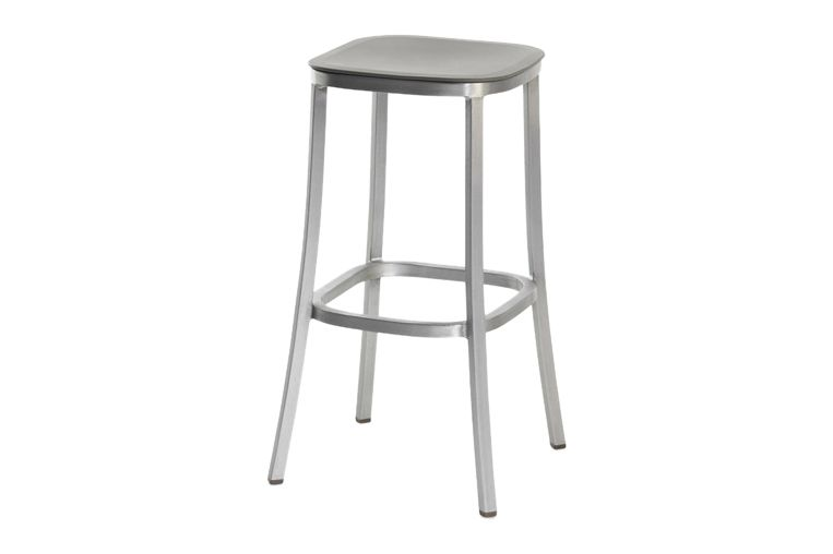 https://res.cloudinary.com/clippings/image/upload/t_big/dpr_auto,f_auto,w_auto/v1606193855/products/1-inch-barstool-light-grey-hand-brushed-aluminum-emeco-jasper-morrison-clippings-9312631.jpg