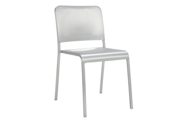 https://res.cloudinary.com/clippings/image/upload/t_big/dpr_auto,f_auto,w_auto/v1606204474/products/20-06-stacking-chair-emeco-norman-foster-clippings-2664392.jpg