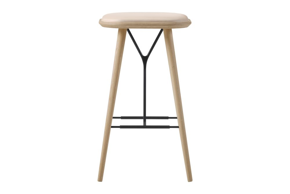 https://res.cloudinary.com/clippings/image/upload/t_big/dpr_auto,f_auto,w_auto/v1606469259/products/spine-wood-base-stool-oak-lacquered-leather-90-nature-fredericia-space-copenhagen-clippings-9406881.jpg