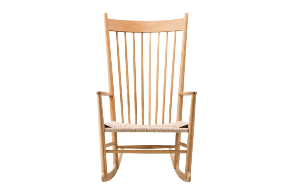https://res.cloudinary.com/clippings/image/upload/t_big/dpr_auto,f_auto,w_auto/v1606469608/products/j16-rocking-chair-oak-black-lacquered-natural-paper-cord-fredericia-hans-j-wegner-clippings-9412581.jpg