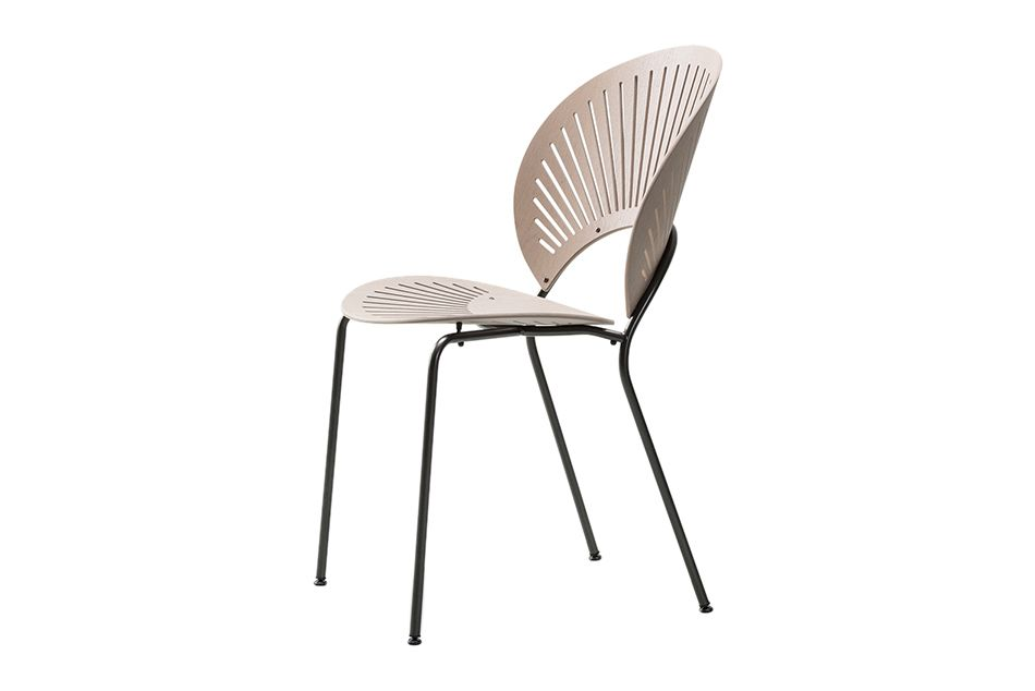 https://res.cloudinary.com/clippings/image/upload/t_big/dpr_auto,f_auto,w_auto/v1606470566/products/trinidad-chair-stackable-lacquered-walnut-chrome-fredericia-nanna-ditzel-clippings-11199890.jpg