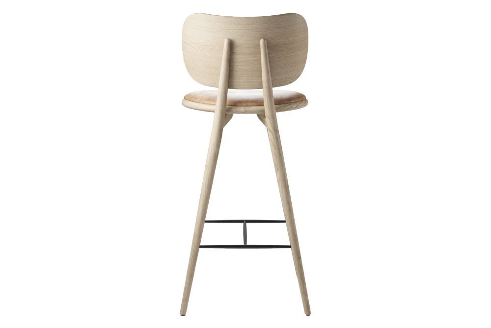 https://res.cloudinary.com/clippings/image/upload/t_big/dpr_auto,f_auto,w_auto/v1608626097/products/high-stool-with-backrest-mater-space-copenhagen-clippings-11488709.jpg