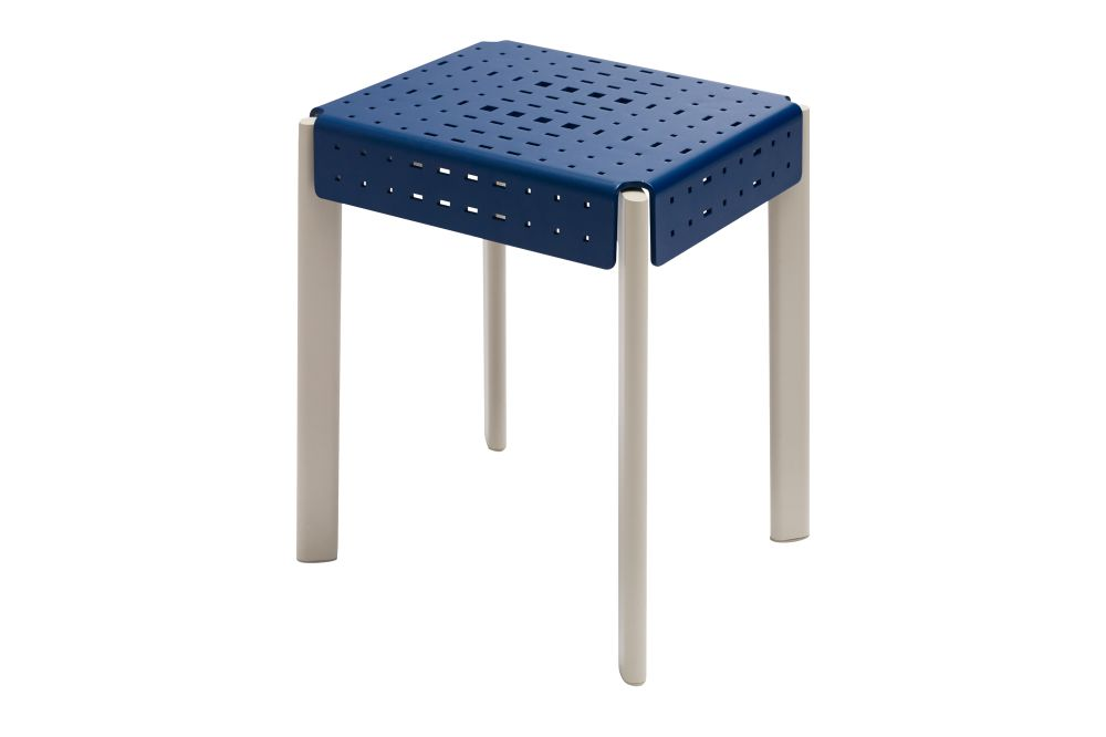 https://res.cloudinary.com/clippings/image/upload/t_big/dpr_auto,f_auto,w_auto/v1612360091/products/gerda-outdoor-stool-skagerak-included-middle-clippings-11493406.jpg