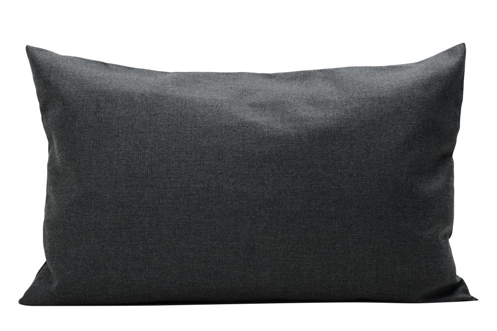 https://res.cloudinary.com/clippings/image/upload/t_big/dpr_auto,f_auto,w_auto/v1612418101/products/barriere-pillow-skagerak-skagerak-design-clippings-11493461.jpg